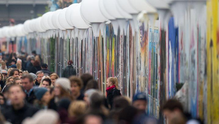 Mauerfall-Ballons in Berlin: Eine Stadt strömt zum Licht