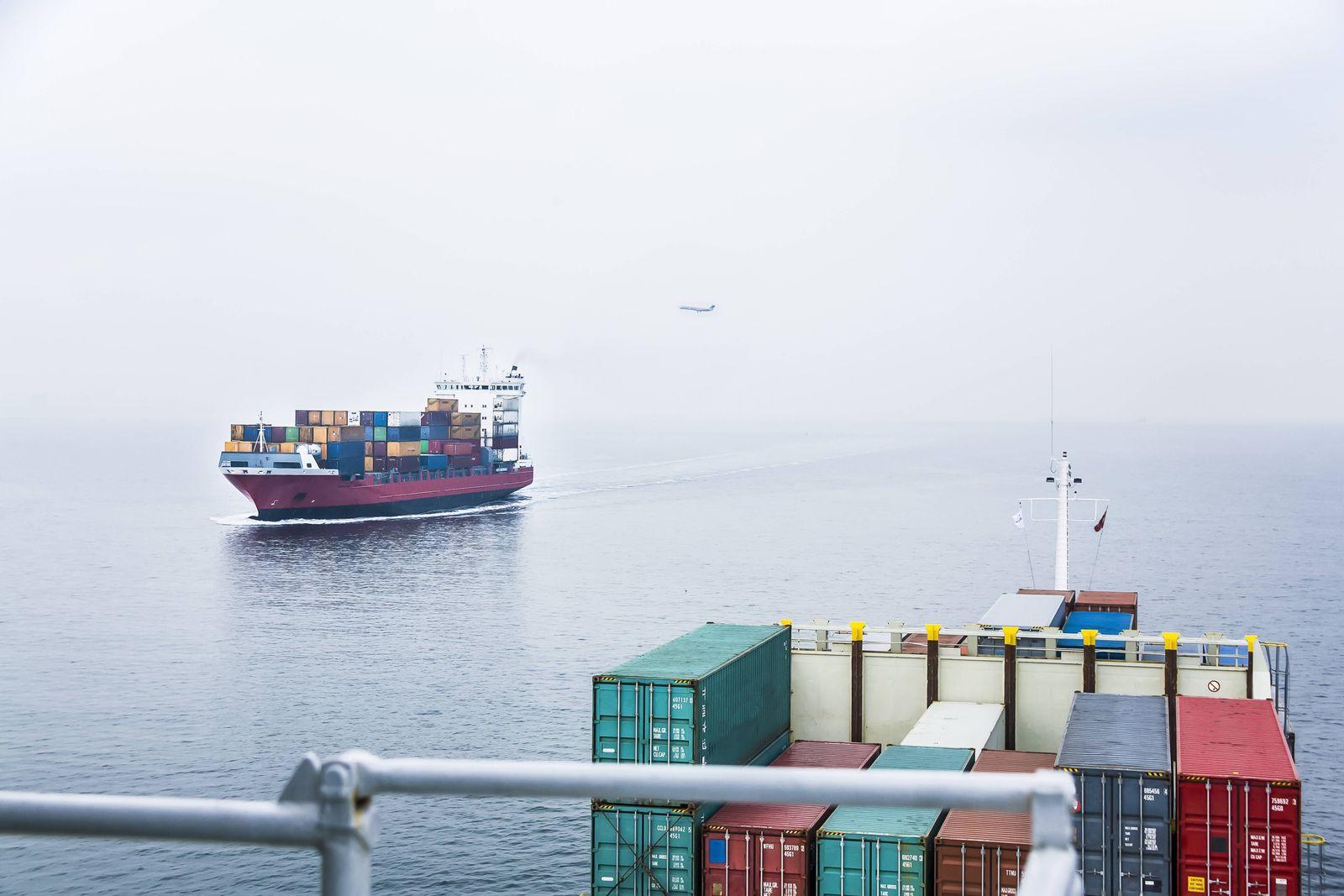EINMALIGE VERWENDUNG Flugzeug/ Schiffe/ CO2