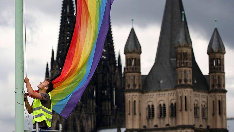 Regenbogenfahne in Köln (Archivbild): »Paternalistischer Gestus der Überlegenheit«