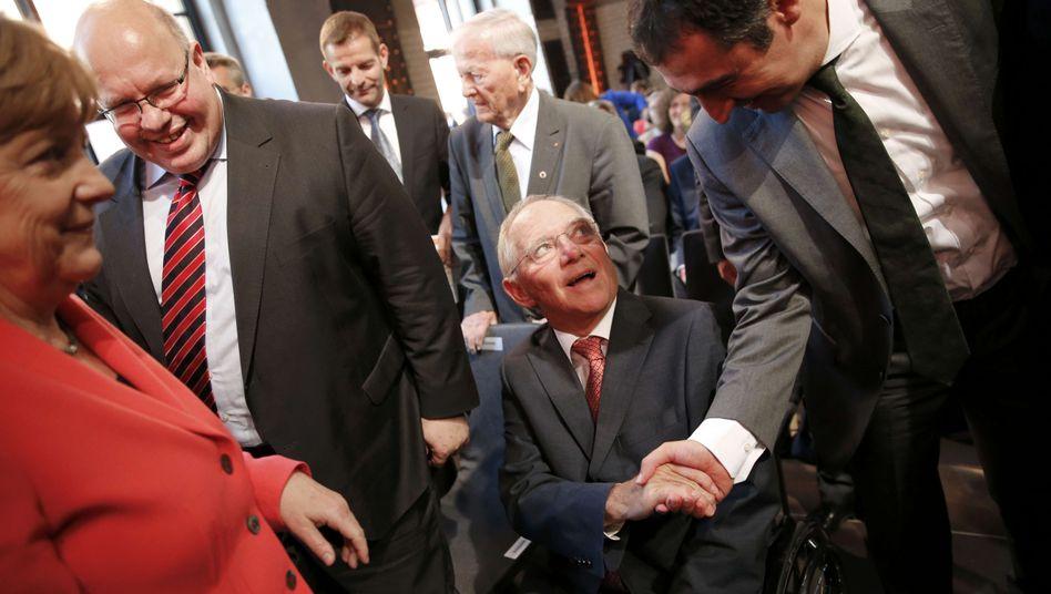 CDU-Kabinettsmitglieder mit Grünen-Politiker Özdemir: Zufriedene Gesichter