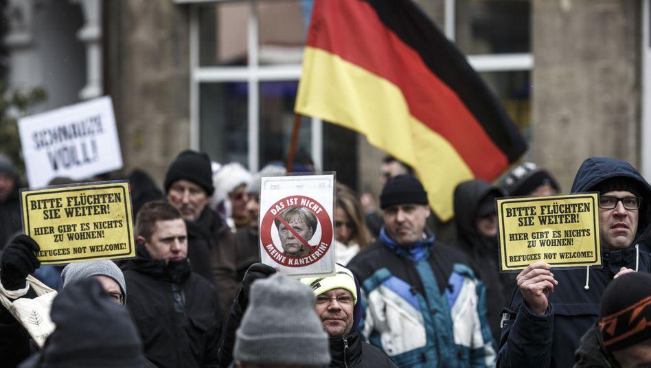 """Demo gegen Flüchtlinge: Fast alle Straftaten gegen Flüchtlinge werden geführt unter """"Politisch motivierte Kriminalität rechts"""""""