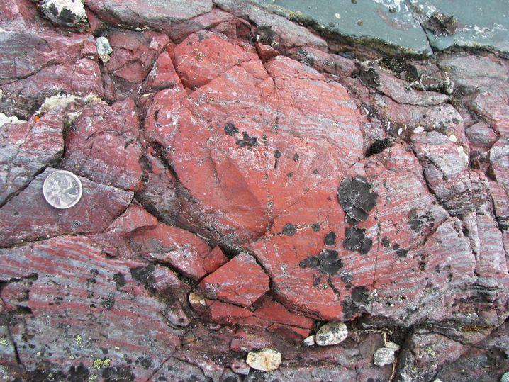 Zumindest dieses Gestein des Nuvvuagittuq-Grünsteingürtels ist eher rot.