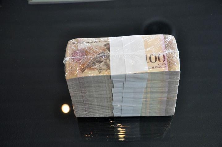 Bolívares im Wert von 100 Dollar