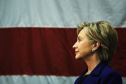 """Hillary Clinton im Wahlkampf: Kein Wunder, dass der Frau die Tränen in die Augen steigen. Hat man ihre Vorgänger je an ihrer """"Gefühlskälte gemessen?"""