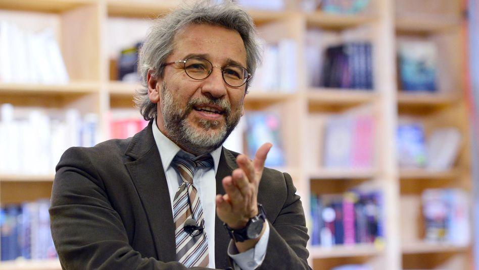 "Chefredakteur Can Dündar bei der Eröffnung des Onlinemagazins ""Özgürüz"" in Berlin"