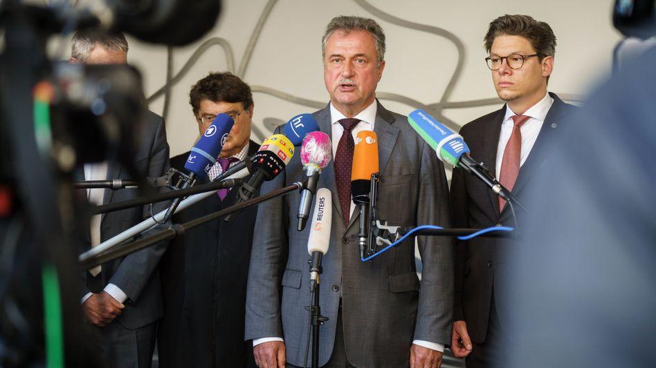 GDL-Chef Claus Weselsky (M.) weist Kritik vom Deutschen Gewerkschaftsbund (DGB) zurück