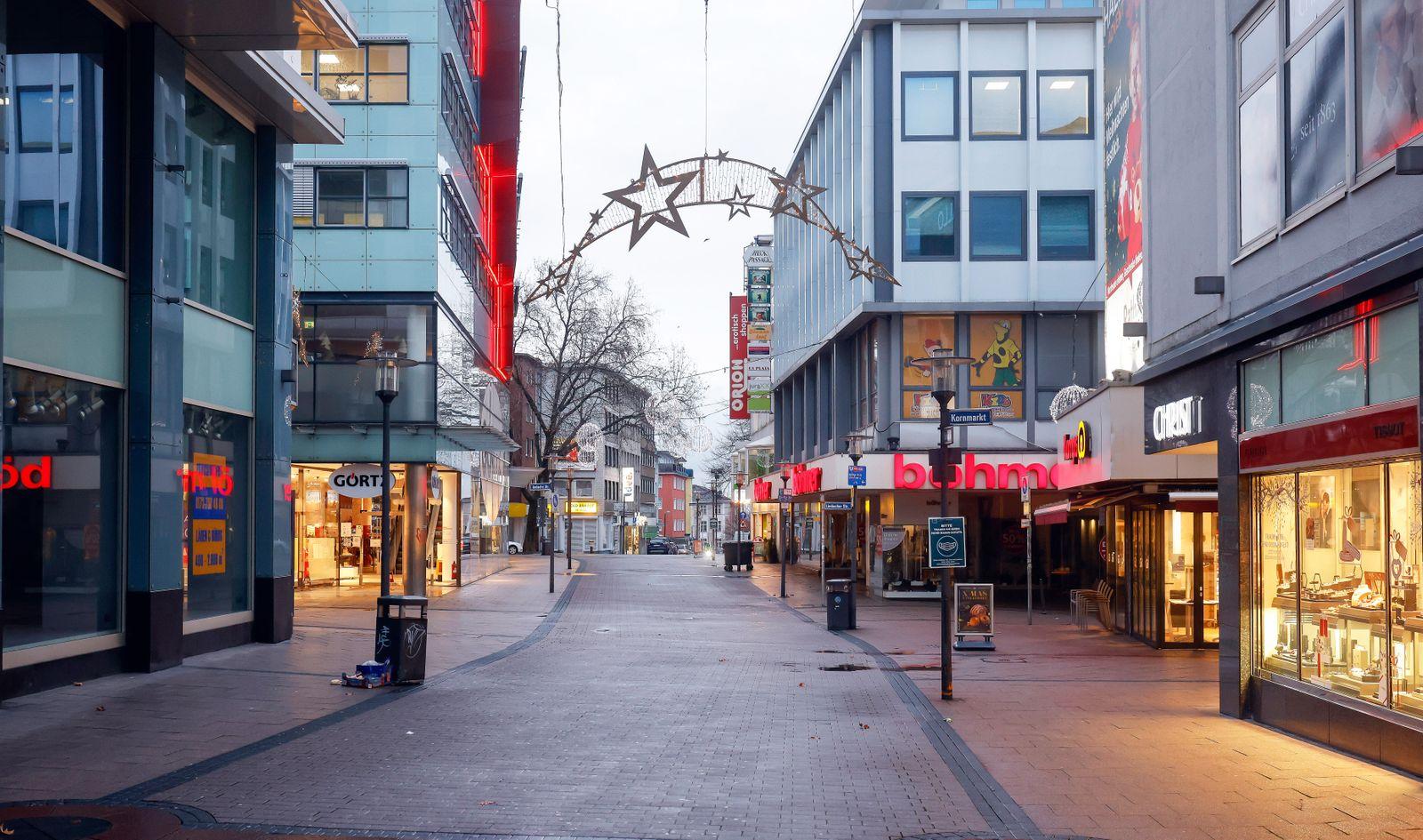 Essen, Ruhrgebiet, Nordrhein-Westfalen, Deutschland - Essener Innenstadt in Zeiten der Coronakrise beim zweiten Lockdown