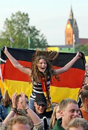 Flagge zeigen (beim Fan-Fest in Hannover): Deutschland peinlich Vaterland, das war früher
