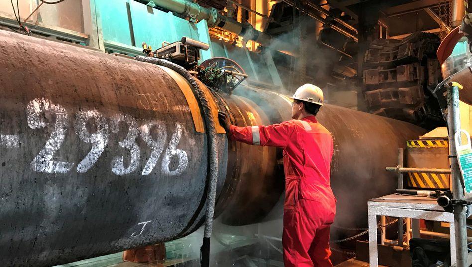 Vorbereitung vor dem Absenken der Ostseepipeline (Archivbild): Die Weiterverlegung von Nord Stream 2 hat begonnen