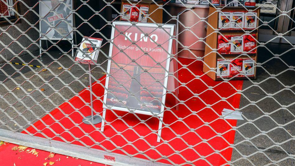 Geschlossenes Kino in Essen (Archivbild): Besonders von den Coronamaßnahmen betroffene Unternehmen sollen weiter Staatshilfen bekommen