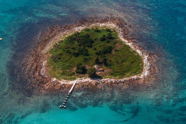 Am liebsten beschreibt Gavin Francis kleine Inseln, auf denen man die Isolation spüren kann