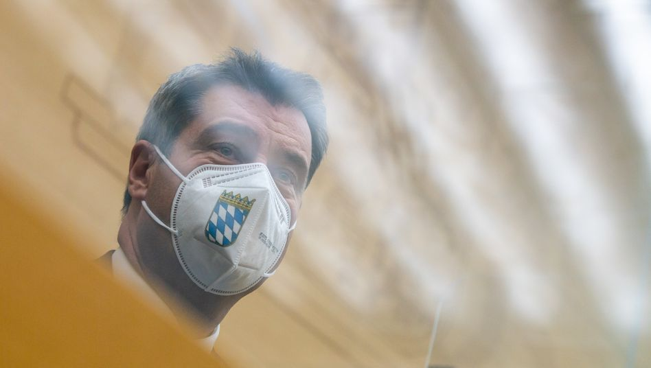Markus Söder mit Maske im bayerischen Landtag