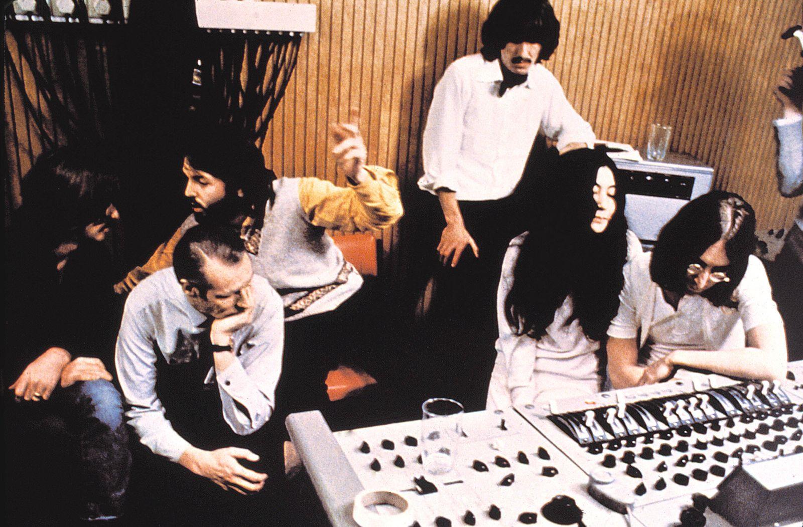 LET IT BE, (l to r) Ringo Starr, George Martin, Paul McCartney, George Harrison, Yoko Ono, John Lennon, 1970 Courtesy Ev