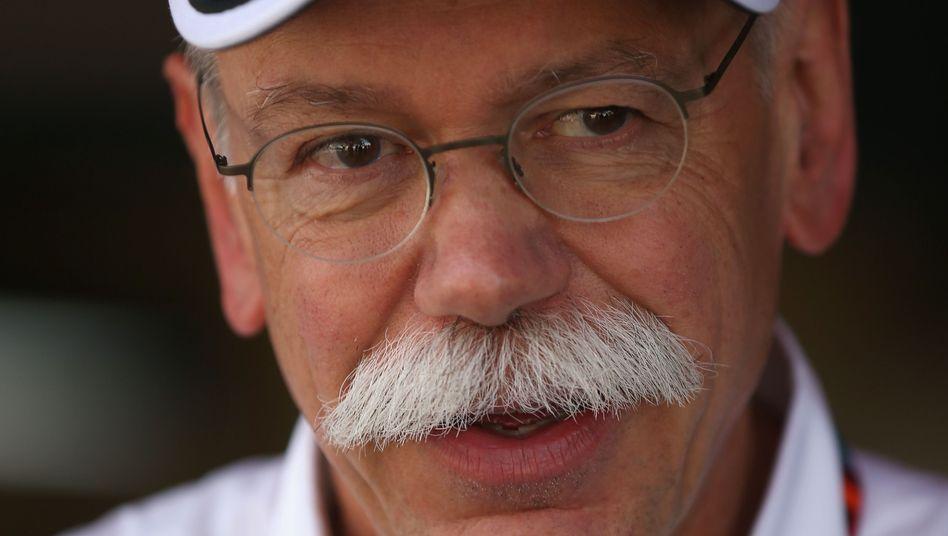 Nicht immer nur zuschauen: Daimler-Chef Dieter Zetsche (beim Formel-1-Rennen) fährt am Wochenende gern Auto