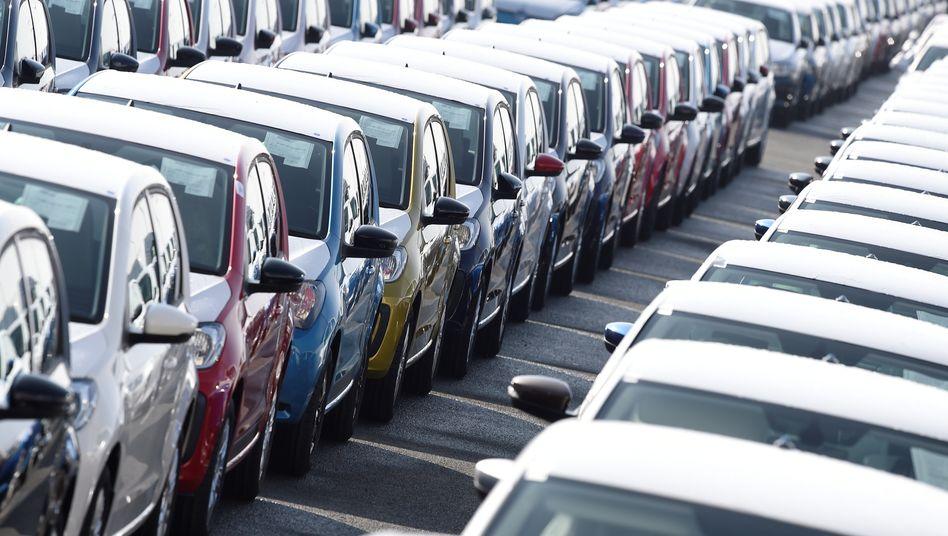 Autos vor dem Export: Mehr produziert, weniger ins Ausland verkauft