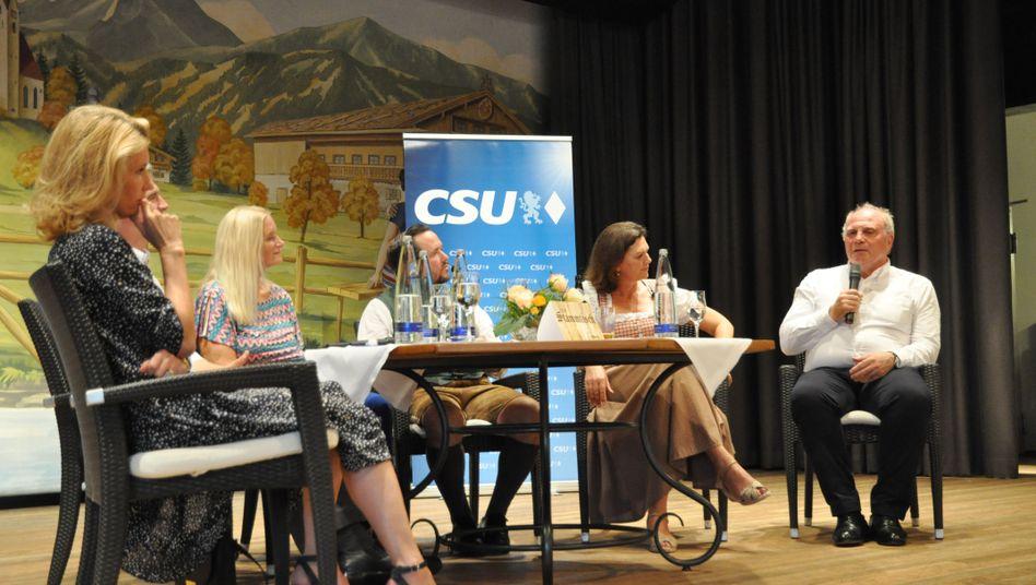CSU-Stammtisch in Bad Wiessee mit Ilse Aigner, dem Bürgermeister von Holzkirchen Olaf von Löwis, Maria Furtwängler und Uli Hoeneß