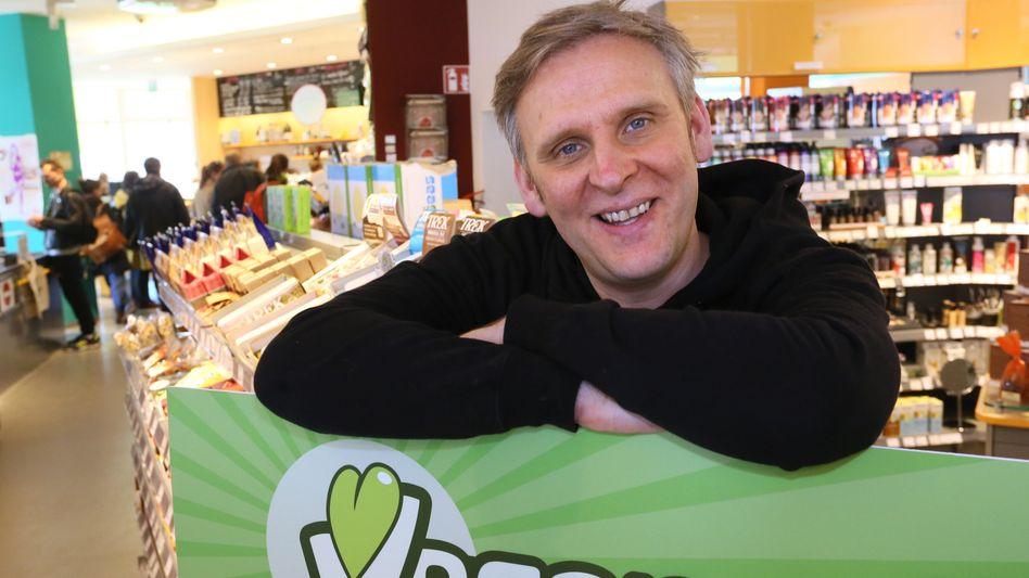 Jan Bredack, Gründer des veganen Supermarktes Veganz