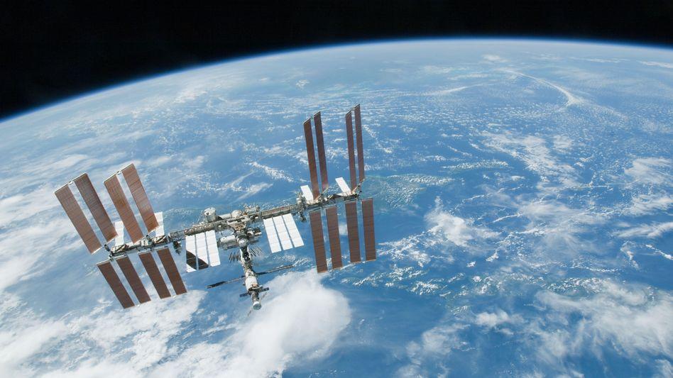 Raumstation ISS: Dauerhaft bewohnt auch von Mikroben