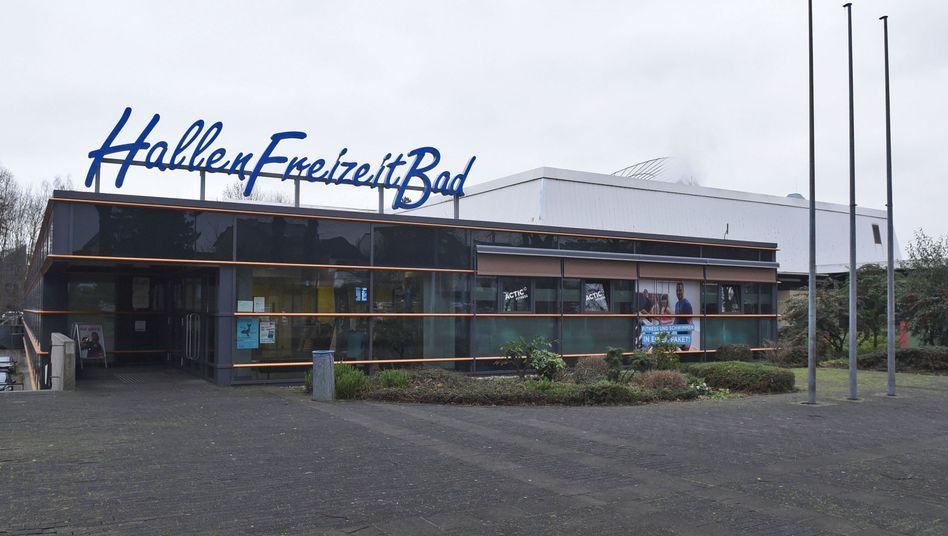 Städtisches Schwimmbad in Bornheim: Pauschales Verbot für männliche Flüchtlinge