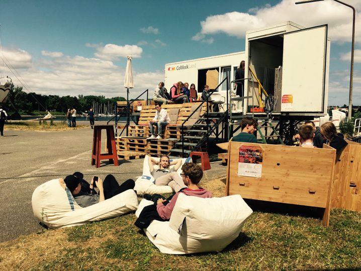 Die Container von CoWorkLand im Sommer 2020 auf dem Waterkant-Festival in Kiel