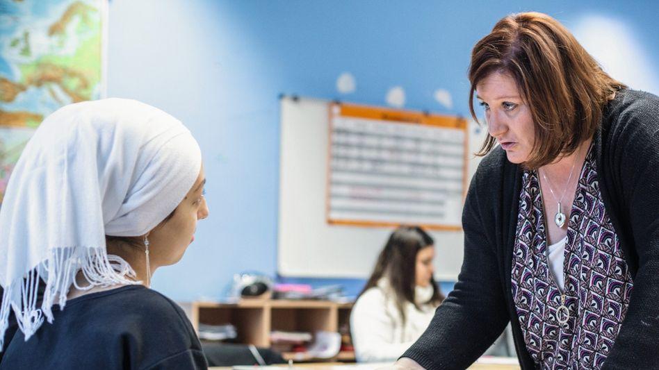 Klassenlehrerin Wintzer, Schülerinnen der 8a: »Ich habe hier schon vor Wut geheult, wie respektlos die Kinder sein können«