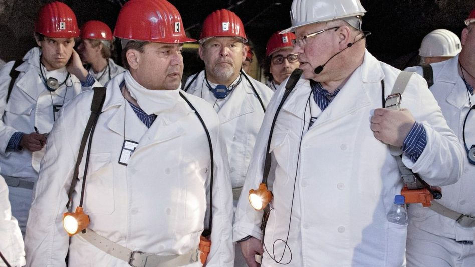 Politiker Gabriel, Altmaier 2012 in der Asse: »Geld soll keine Rolle spielen«