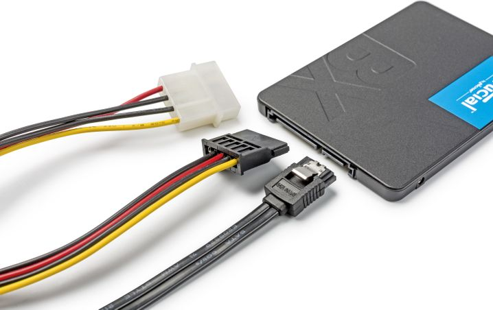 2,5-Zoll-SSD mit verschiedenen Anschlusskabeln