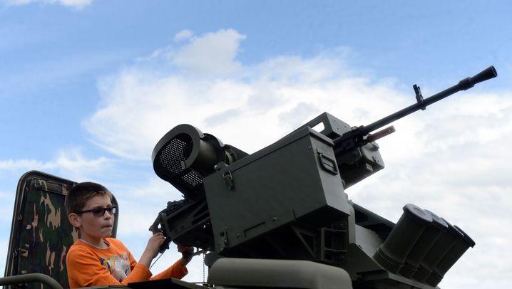 """Russische Militär-PR: Familienausflug in den Park der """"Patrioten"""""""