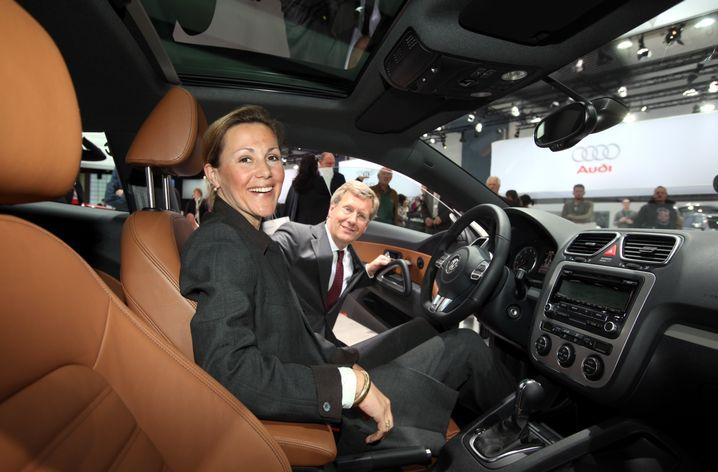 Probesitzen am Rande einer VW-Hauptversammlung: Ehepaar Wulff 2009 in Hamburg