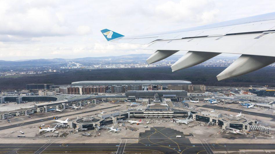 Frankfurter Flughafen aus der Luft (Archiv): Seit einer Woche nach Metallteil gesucht