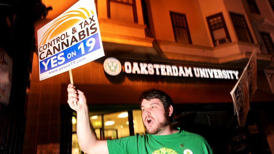 Ein Befürworter des legalen Kiffens in Oakland: Niederlage bei kalifornischem Referendum
