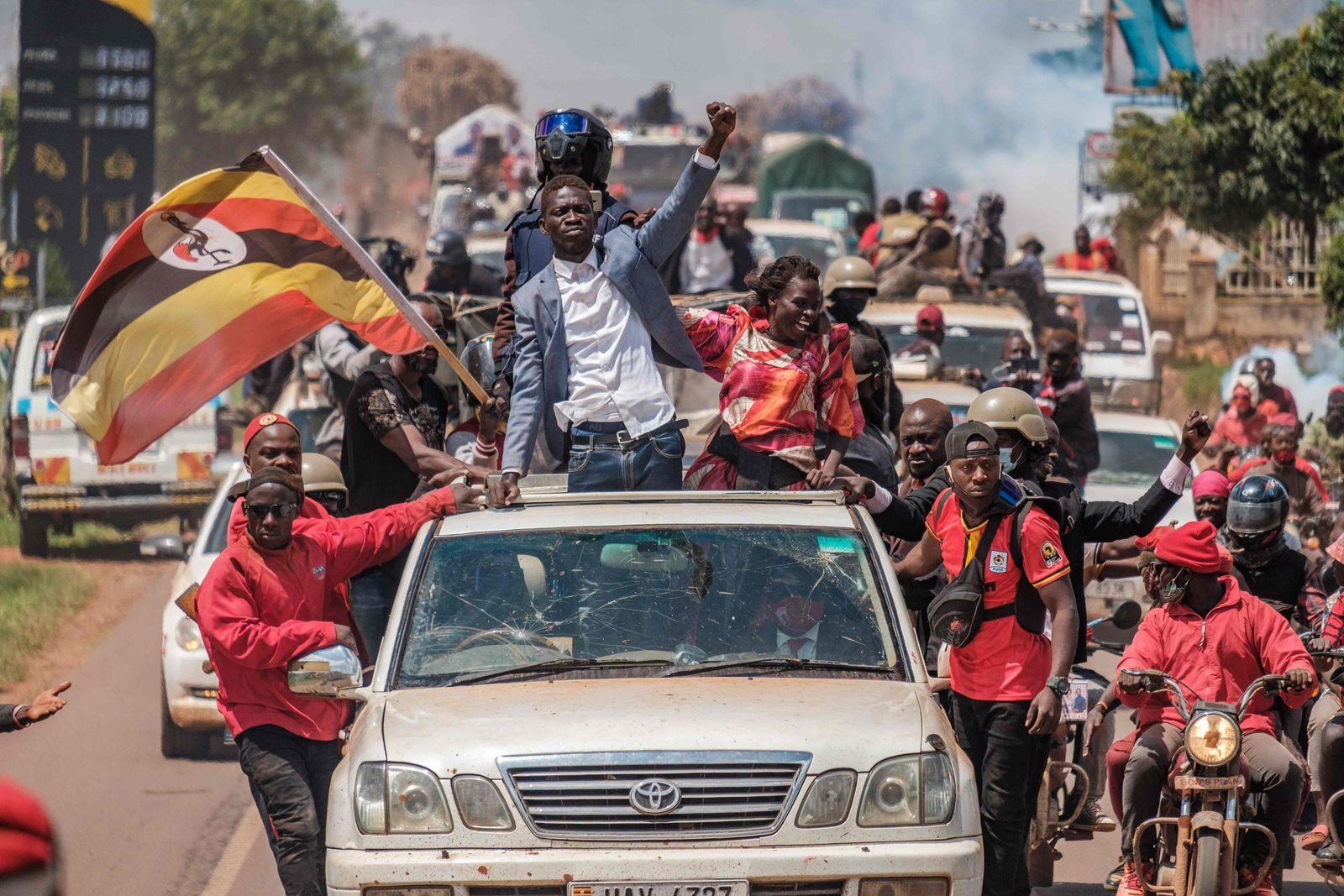 TOPSHOT-UGANDA-POLITICS-ELECTION