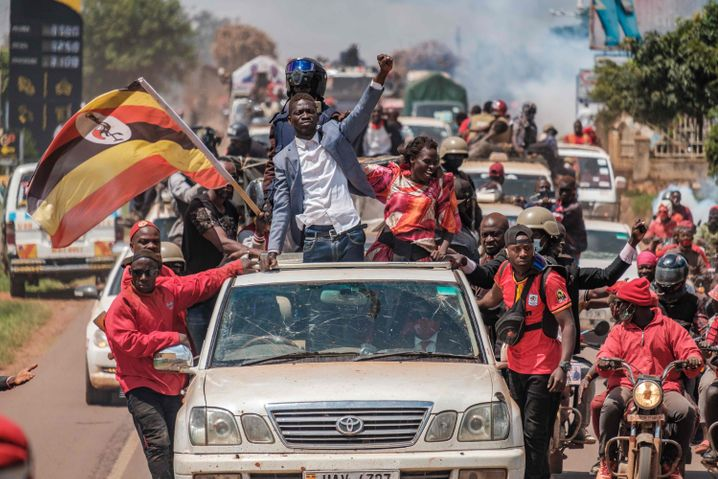 """Opposition leader Bobi Wine on the campaign trail: """"I won 60 percent of the vote, up to 90 percent in many districts."""""""