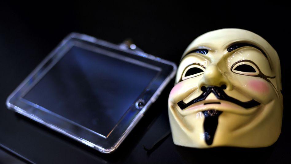 Anonymous-Maske: Eine Million Dollar umverteilen und ein gutes Essen für Bradley Manning