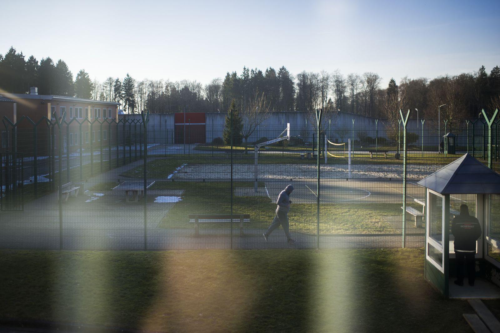 EINMALIGE VERWENDUNG STARTBILD SPIEGEL Plus SPIEGEL 18/2018 S.42 Abschiebehaftanstalt