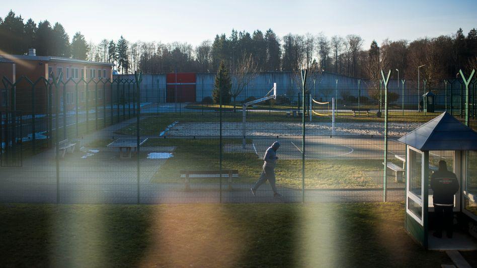 Innenhof des Abschiebegefängnisses in Büren: Wer hier sitzt, hat nichts mehr zu verlieren