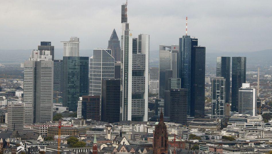 Bankenviertel in Frankfurt am Main: Schaden in Milliardenhöhe für die Verbraucher