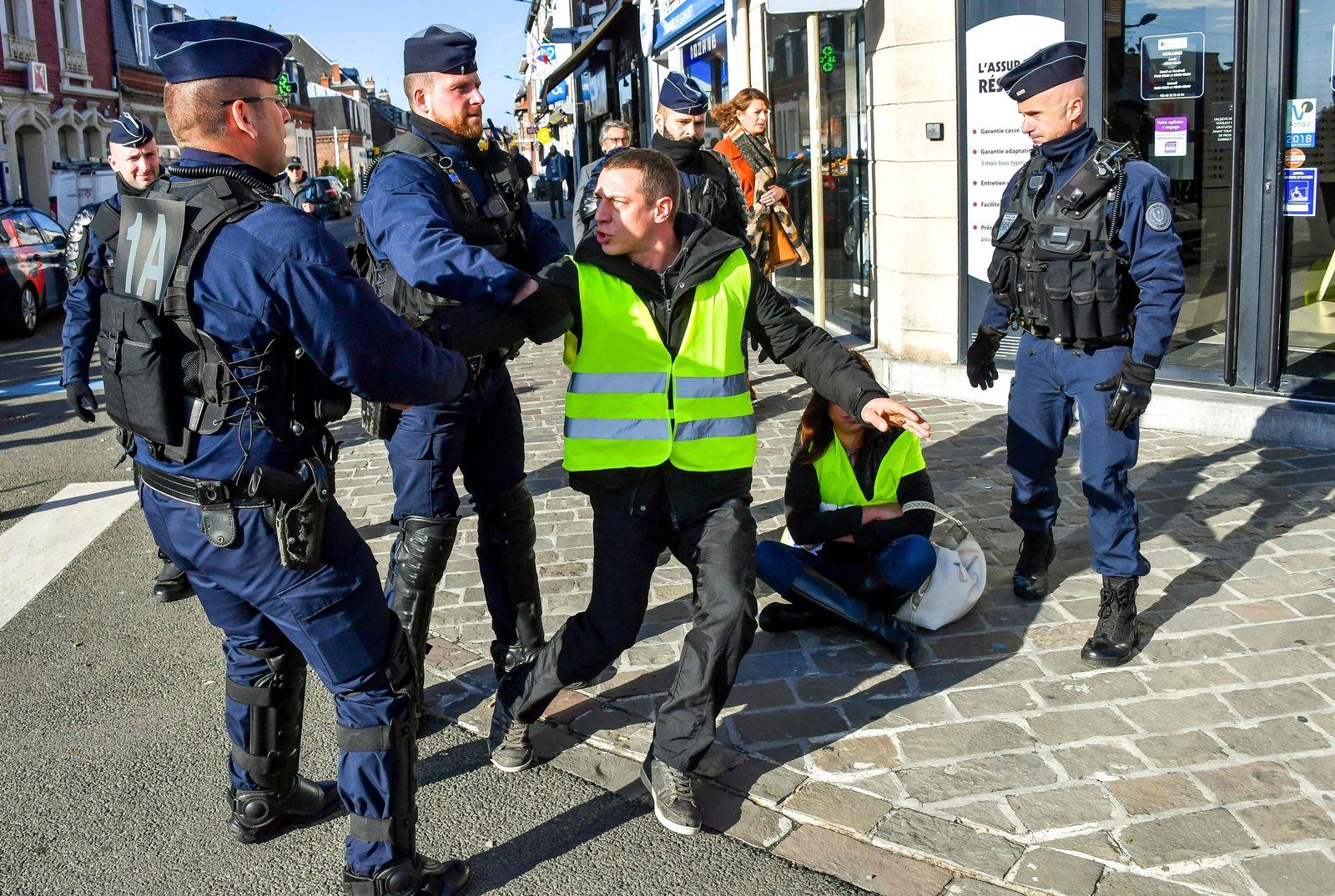 Warnwesten / Protest / Benzin / Frankreich