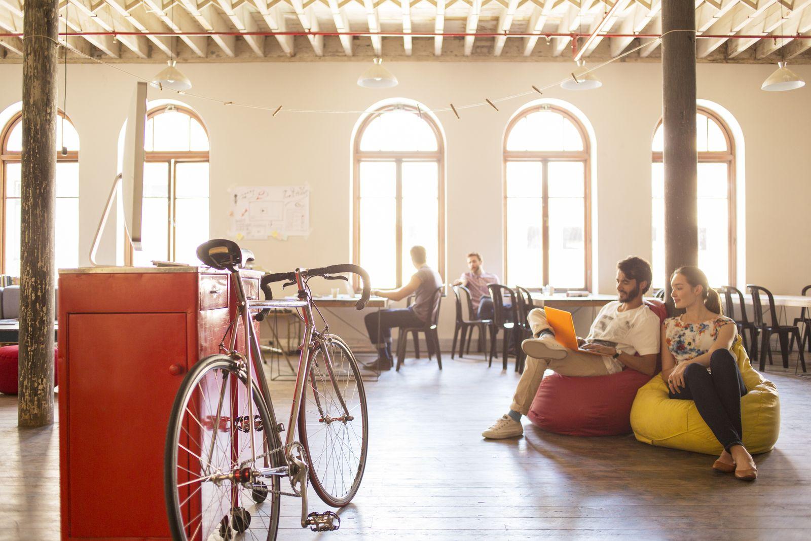 EINMALIGE VERWENDUNG Arbeit/ Coworking space/ Startup/ Freizeit