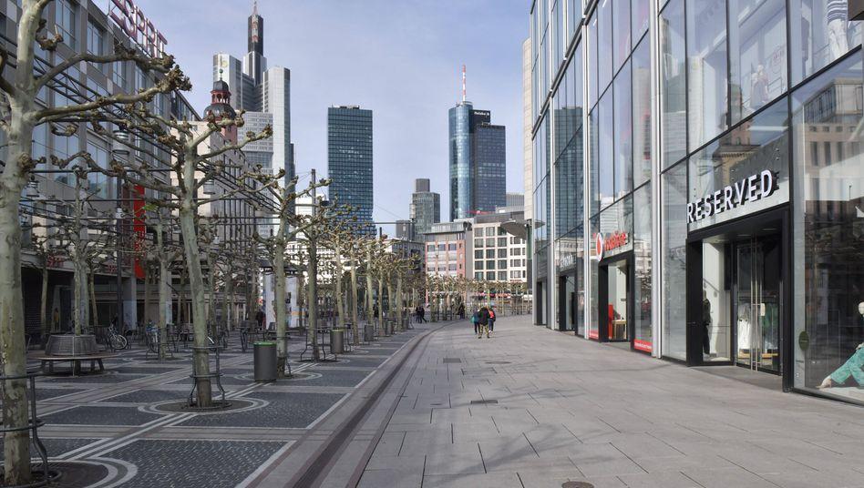 Frankfurter Zeil während des Lockdowns im April: Mehr als fünf Milliarden Euro weniger Gewerbesteuereinnahmen