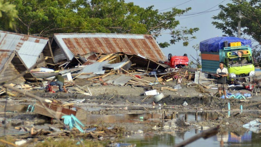 Tsunami in Indonesien: Verletzte müssen auf Parkplätzen kampieren