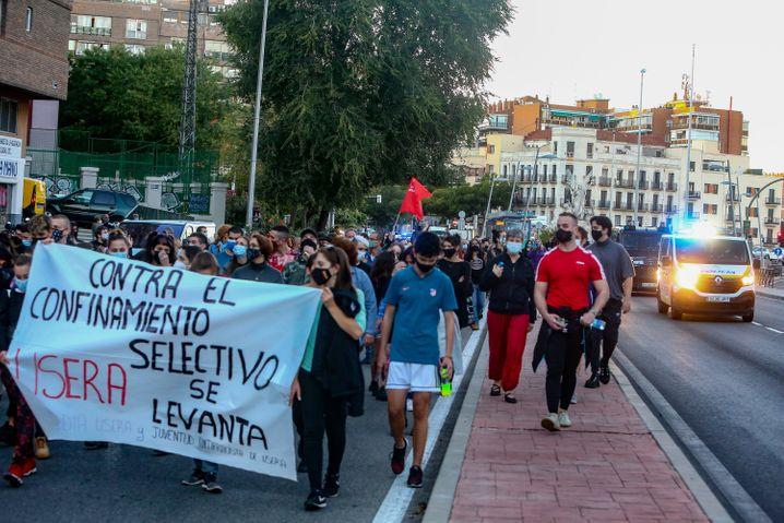 Von den Beschränkungen in Madrid sind vor allem die einkommensschwächeren Vororte betroffen. Dort gibt es seit Tagen Proteste