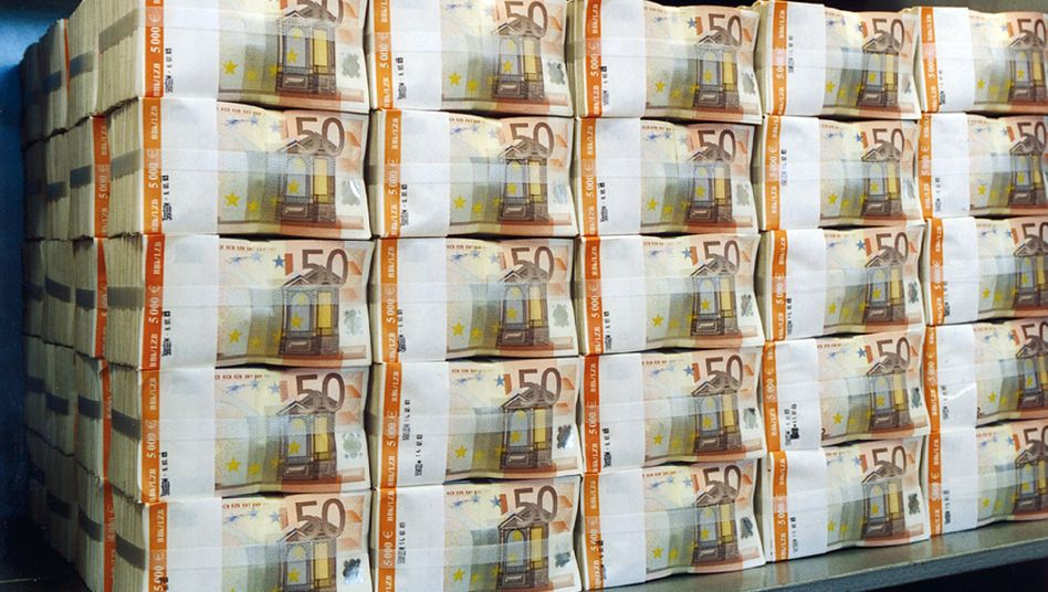Geldpaket mit 50-Euro-Scheinen (Archiv-Aufnahme der Deutschen Bundesbank)