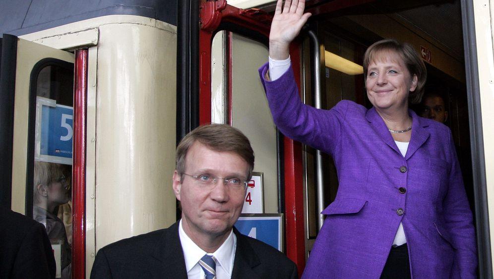 Adenauer-Express: Merkel reist durch die Geschichte
