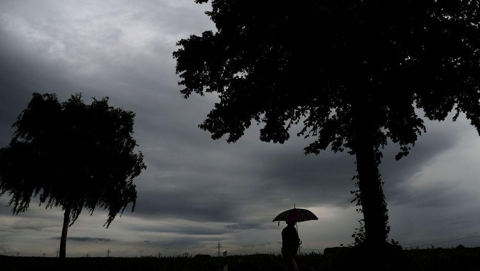Wetterfühligkeit: Dauerregen drückt auf die Stimmung - aber auch aufs Kreuz?