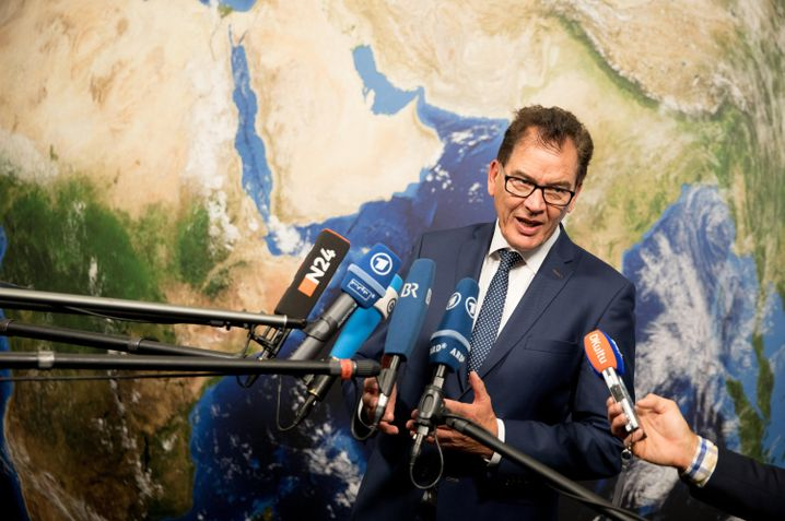 "German Development Minister Gerd Müller has shifted focus to ""reform champions"" in Africa."