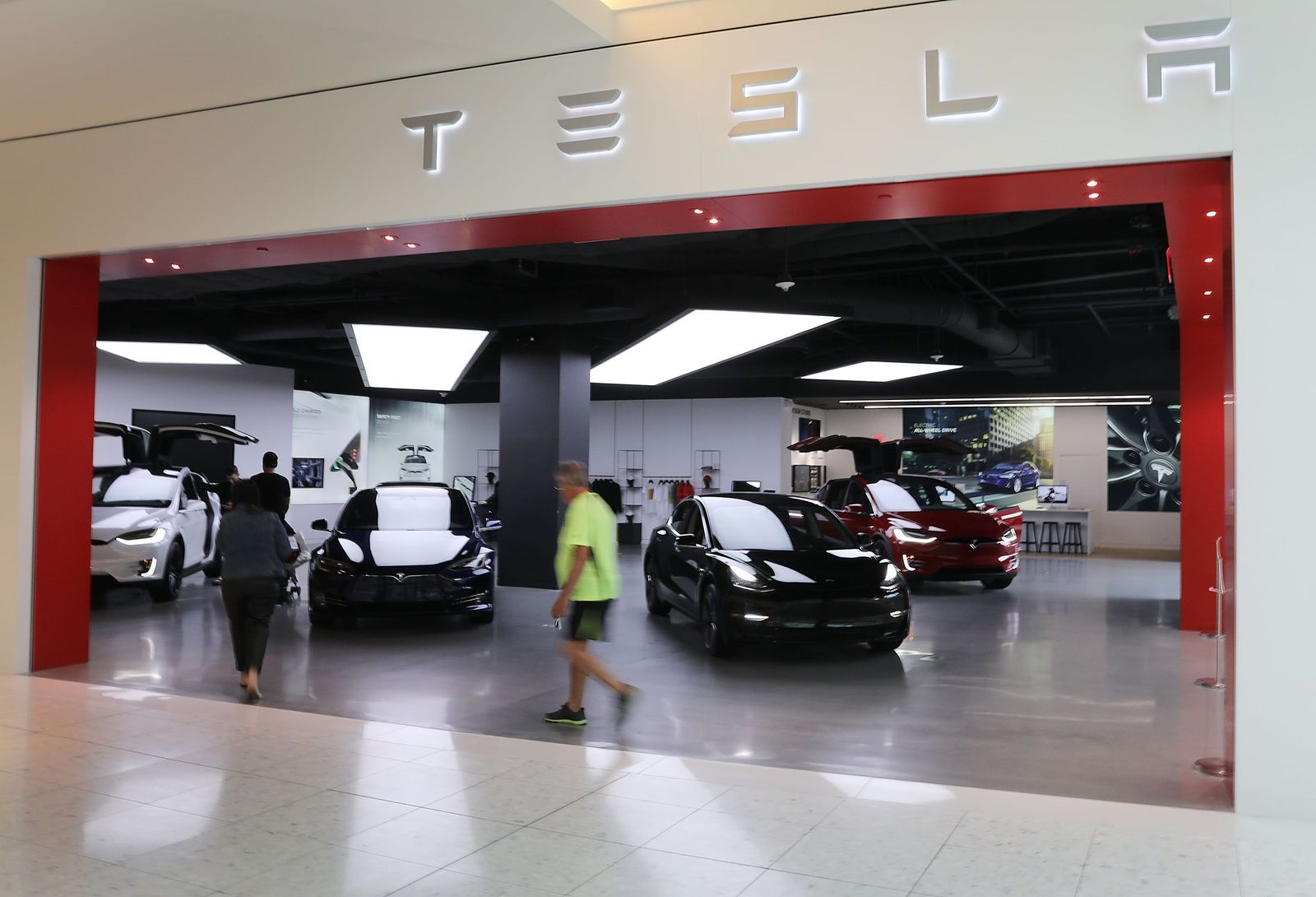 US-TESLAS-NEW-VEHICLE-DELIVERIES-SEE-OVER-30%-DECREASE-FROM-PRE