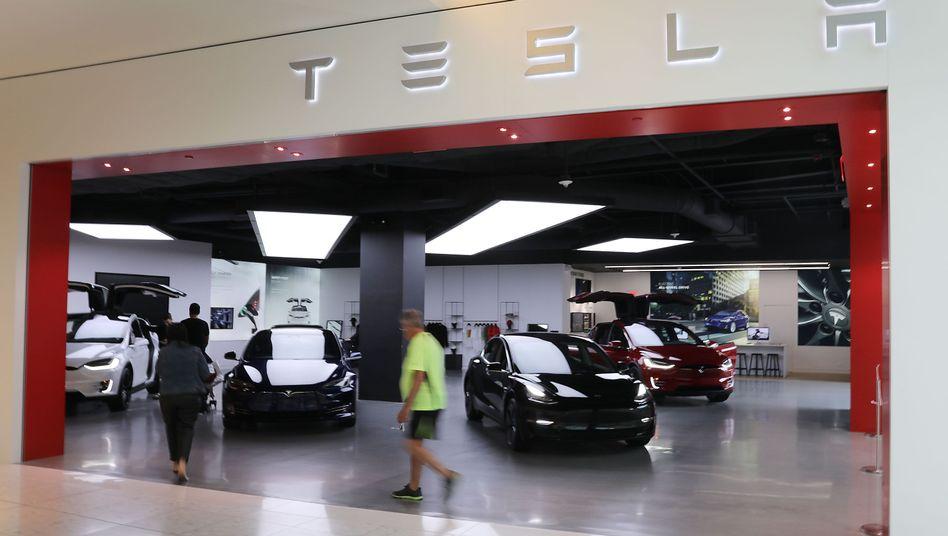 Tesla-Verkaufsraum in Florida: Das Unternehmen setzt in Brandenburg auf Bürgerdialog