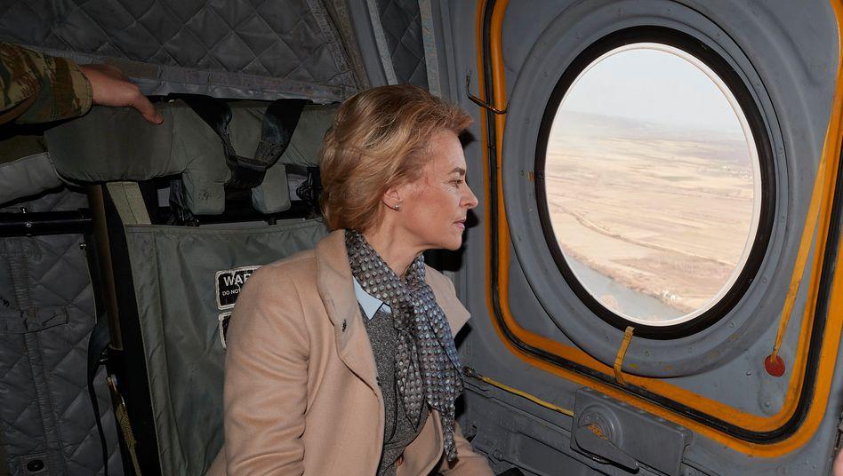 Ein von der griechischen Regierung verbreitetes Foto zeigt von der Leyen beim Flug über das griechisch-türkische Grenzgebiet