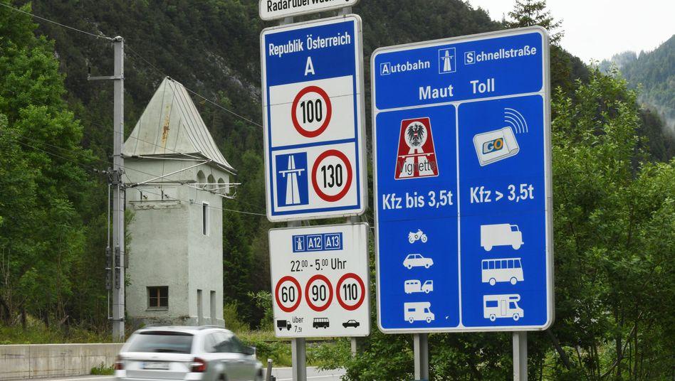 In Tirol sind zahlreiche Bundesstraßen entlang der Brennerautobahn für den Umgehungsverkehr gesperrt